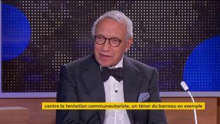 """Jean-Pierre Versini-Campinchi, avocat doyen du barreau de Paris et auteur de """"Papiers d'identités"""", était l'invité du journal de 23 Heures de franceinfo, lundi 19 octobre. Il a évoqué le thème du repli communautaire, mais aussi la """"guerre"""" que mène la France à l'islam radical. (FRANCEINFO)"""