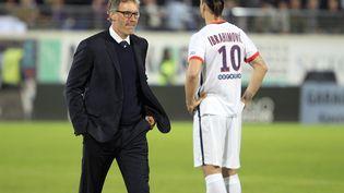 Laurent Blanc et Zlatan Ibrahimovic lors du match du PSG contre le Gazelec Ajaccio le7 mai 2016 à Ajaccio (PASCAL POCHARD-CASABIANCA / AFP)