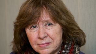 Svetlana Alexievitch, le 14 novembre 2014, à Minsk (Biélorussie). (MAXIM MALINOVSKY / AFP)