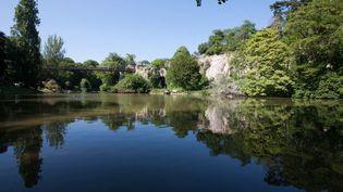 Le parc des Buttes-Chaumont à Paris (19e) (PHOTO12 / GILLES TARGAT)