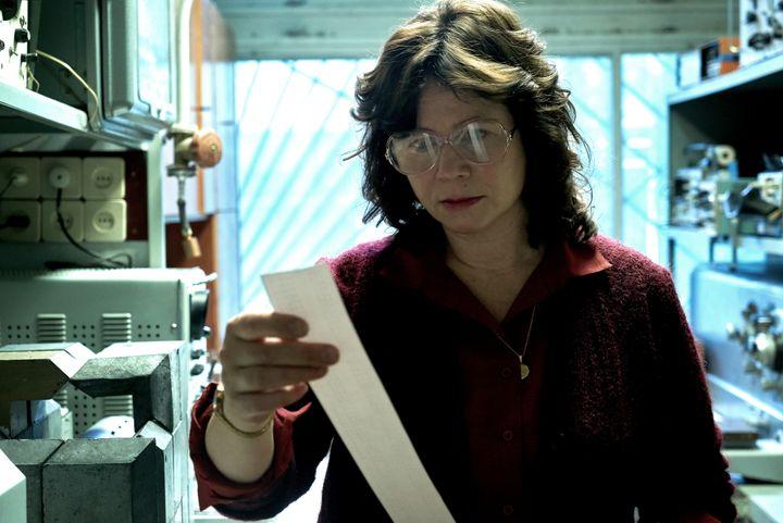 """L'actrice Emily Watson qui incarne dans """"Chernobyl"""" le personnage fictif d'Ilana Khomyuk, une scientifique biélorusse membre de l'équipe chargée de l'enquête sur la catastrophe. (LIAM DANIEL / HBO)"""