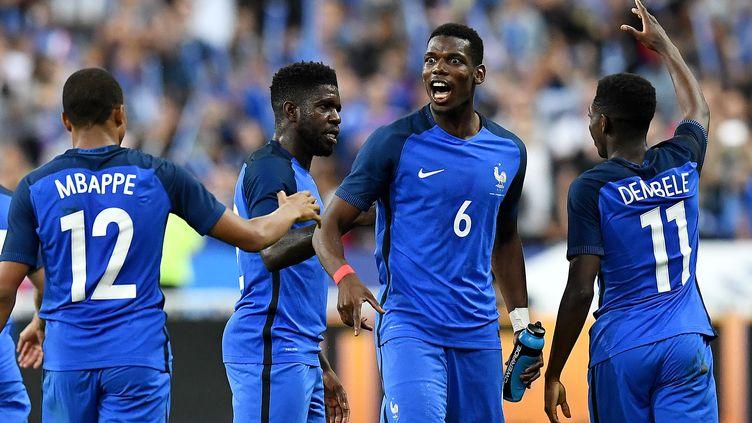 Neuf groupes en Europe, des qualifications directes, des barrages. Difficile d'y voir clair dans ces qualifications à la Coupe du Monde (FRANCK FIFE / AFP)