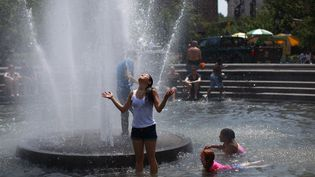 New York (Etats-Unis), le 1er juillet 2012. La canicule s'est abattue sur tout l'est des Etats-Unis tandis que des oarges ont privé 'électricité près de 3 millions d'habitants. (ERIC THAYER / REUTERS)