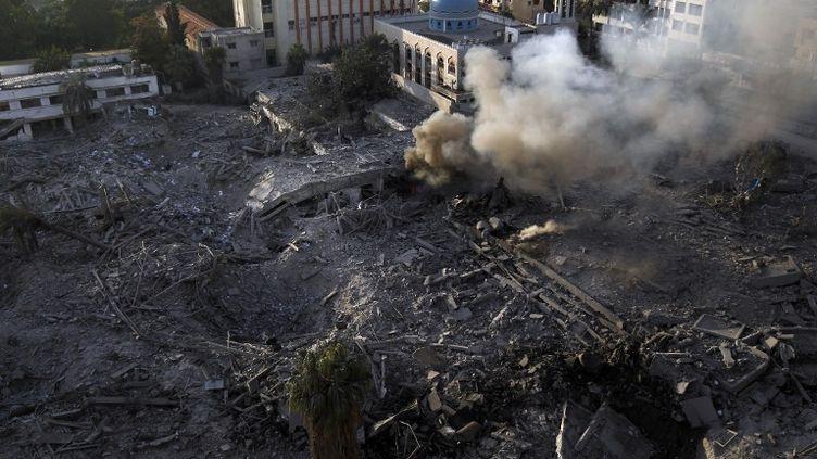 Le ministère de la Sécurité intérieure du Hamas détruit après un raid israélien à Gaza dans la nuit du 20 au 21 novembre 2012. (MOHAMMED ABED / AFP)