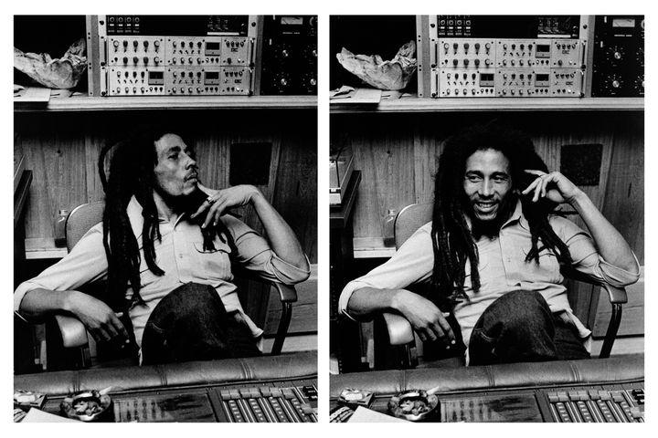 """L'icône Bob Marley, """"l'arbre qui cache la forêt des musiques jamaicaines"""", ici dans son studio Tuff Gong en 1978.  (Adrian Boot)"""