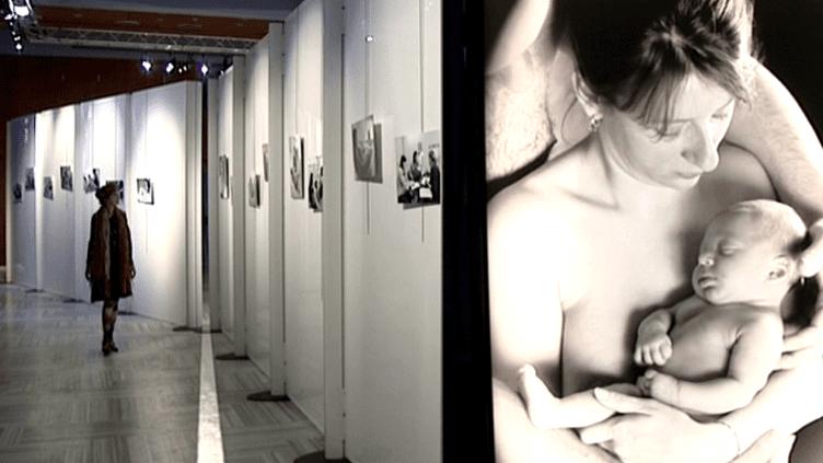 """L'exposition """"Schiltigheim, ville de naissance"""" rassemble 47 clichés en noir et balnc de Nathalie Ramirez qui raconte des naissances  (France3 / Culturebox)"""