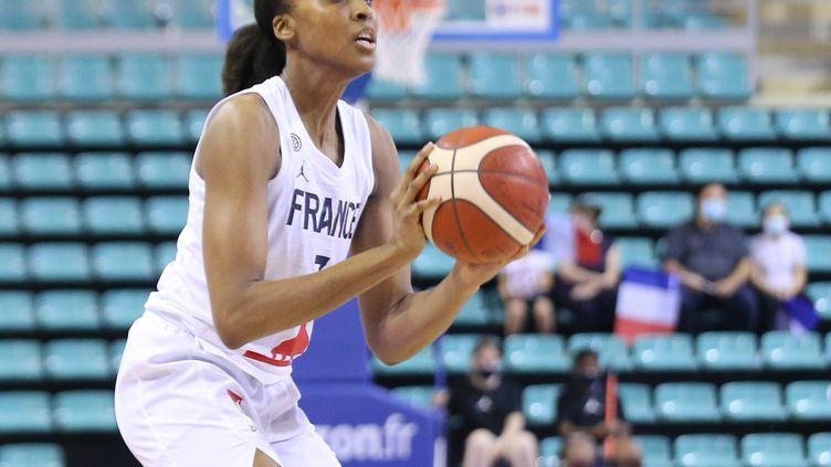 La capitaine Sandrine Gruda a porté les Bleues face à la Croatie (105-63), jeudi 17 juin 2021, pour le premier match de l'équipe de France à l'EuroBasket. (JEAN-FRAN?OIS FREY / MAXPPP)