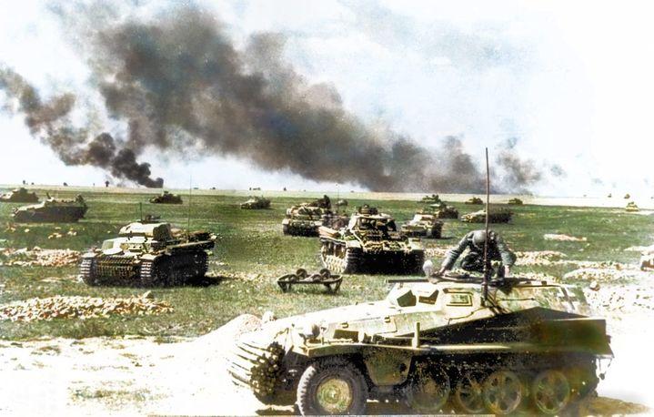 Archives colorisées de tanks pendant les premiers jours de l'opération Barbarossa en 1941. (ROYSTON LEONARD / MEDIADRUMWORLD.COM / MAXPPP)