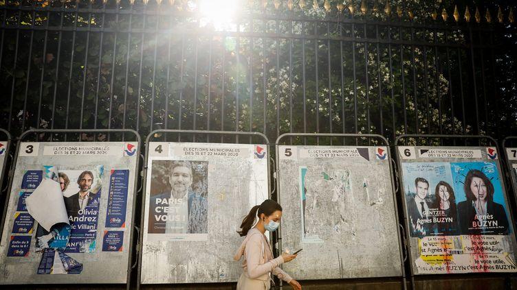 Panneaux électoraux à Paris entre les deux tours des élections municipales 2020. (THOMAS PADILLA / MAXPPP)