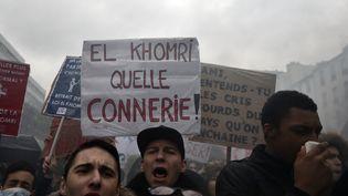 Des étudiants manifestent contre la réforme du code du Travail, à Paris, le 31 mars 2016. (ALAIN JOCARD / AFP)