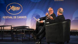 Le délégué général du Festival de Cannes, Thierry Frémaux, et son président Pierre Lescure (de dos) ont annoncé le 3 juin 2020, à Paris, la sélection officielle de la 73e édition. (SERGE ARNAL / STARFACE)