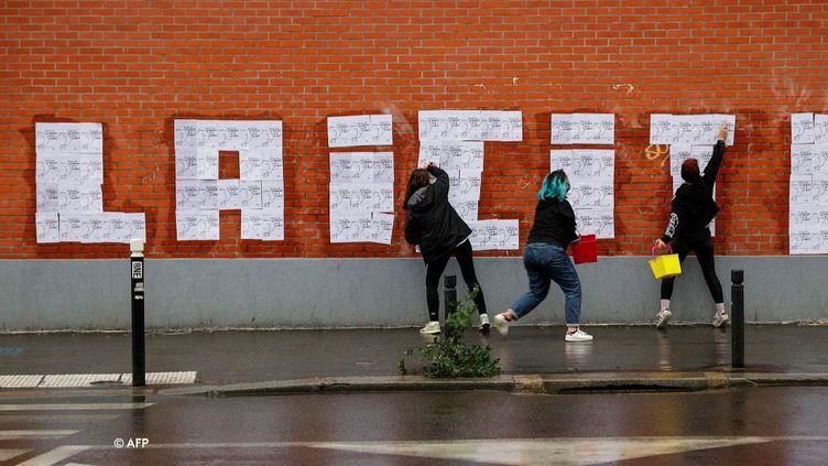 Photo Hebdo : l'hommage appuyé à la mémoire de Samuel Paty (France 2)