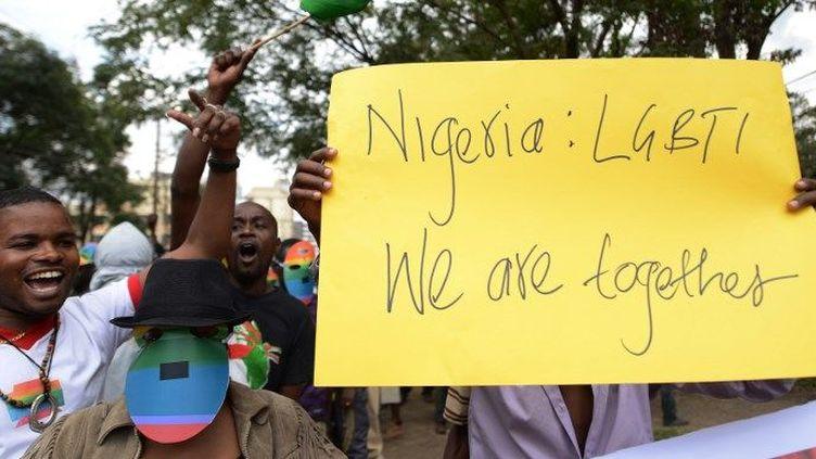 Des organisation kenyannes manifestentdevant le haut-commissariat du Nigéria à Nairobi le 7 février 2014 en soutien aux homosexuels nigérians apès le durcissemnt de la loi conernant l'homosexualité. (SIMON MAINA / AFP)