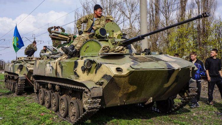 Des soldats ukrainiens, le 16 avril 2014, à Kramatorsk (Ukraine). (OLYA ENGALYCHEVA / ANADOLU AGENCY / AFP)
