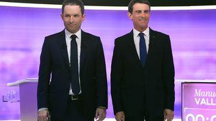 Les deux finalistes de la primaire de la gauche, Benoît Hamon et Manuel Valls, lors du débat de l'entre-deux-tours, le 25 janvier 2017 sur France 2. (REUTERS)