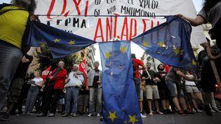 Des manifestants anti-Union européenne à Thessalonique (Grèce), le 1er juillet 2015. (ALEXANDROS AVRAMIDIS / REUTERS)