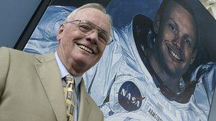L'astronaute américain Neil Armstrong, à Valence (Espagne), le 26 juillet 2005. (JOSE JORDAN / AFP)