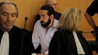 Sylvain Jouanneau, le père du petit Mathis, avant l'ouverture de son procès, à Caen (Calvados), le 1er juin 2015. (CHARLY TRIBALLEAU / AFP)