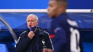 Didier Deschamps satisfait de ses Bleus, vainqueurs de la Suède 4-2 (FRANCK FIFE / AFP)