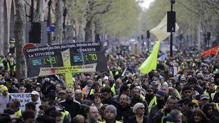 """Une manifestation de """"gilets jaunes"""" à Paris, le 13 avril 2019. (THOMAS SAMSON / AFP)"""
