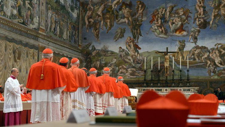 """Les cardinaux à la chapelle Sixtine avant le début du conclave, le 12 mars 2013, au Vatican. (""""AFP PHOTO / OSSERVATORE ROMANO)"""