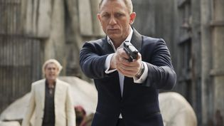 "Daniel Craig interprétant James Bond dans ""Skyfall"",le dernier 007 signé Sam Mendes, sorti le 26 octobre 2012. (KOBAL / THE PICTURE DESK / AFP)"