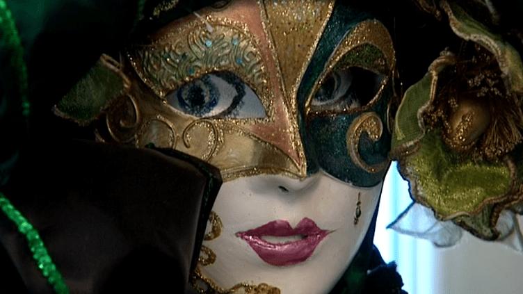 Depuis 37 ans Andrée Loris se consacre à la création de costumes pour le carnaval de Venise.  (France 3 / Culturebox)