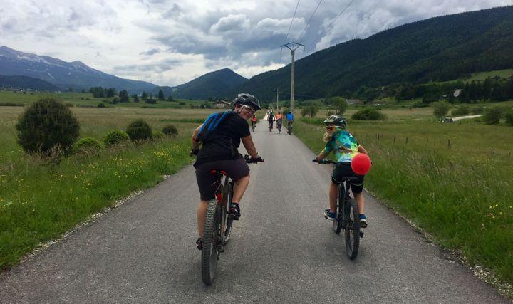 Carole Montillet, championne olympique de descente, lors d'une randonnée sur le Vélo vert festival au profit de la lutte contre les violences