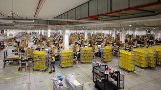 L'entrepôt logistique d'Amazon à Lauwin-Planque (Nord), le 27 août 2014, où un appel à la grève a été lancé par la CGT. (JOHAN BEN AZZOUZ / MAXPPP)