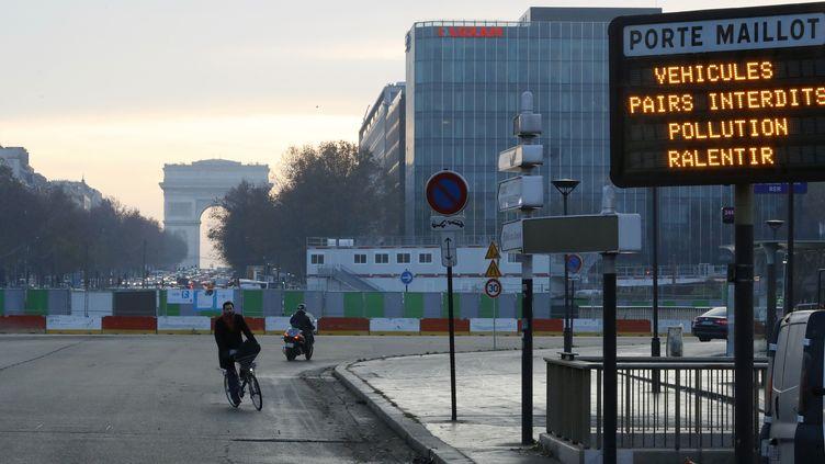 9 décembre 2016, jour de circulation alternée à Paris. (PATRICK KOVARIK / AFP)