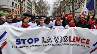 """Des manifestants mobilisés à Paris à l'occasion de la marche des """"foulards rouges"""", le 27 janvier 2018. (ALAIN JOCARD / AFP)"""