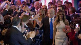 Donald Trump salue ses soutiens, le 3 mai 2016 à New York (Etats-Unis). (MARY ALTAFFER / AP / SIPA)
