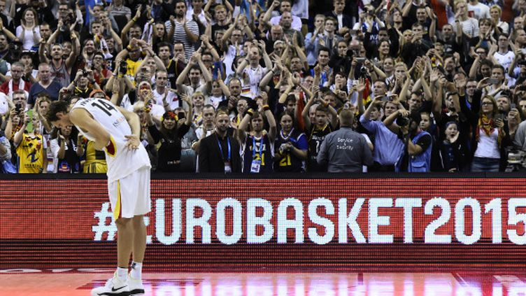 En larmes, Nowitzki remercie le public allemand de l'O2 Arena