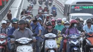Les scooters envahissent les villes du Vietnam (France 2)