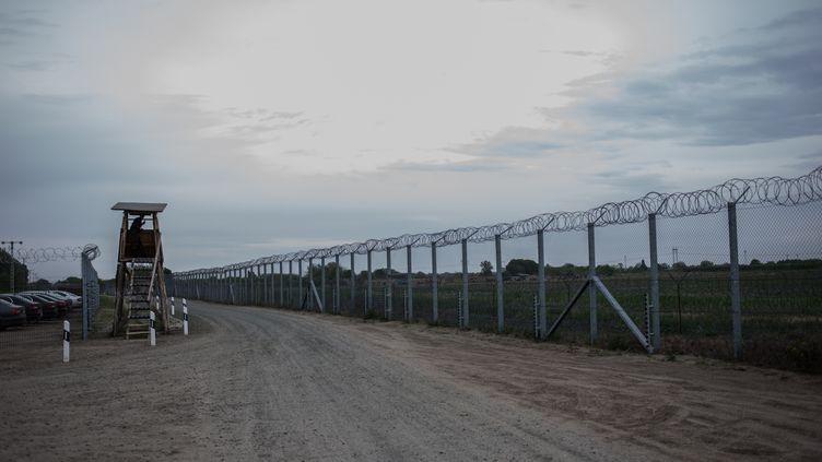 La Hongrie dit avoir terminé la construction d'un second mur anti-migrants, vendredi 28 avril 2017. (/KAMILA STEPIEN / CITIZENSIDE / AFP)