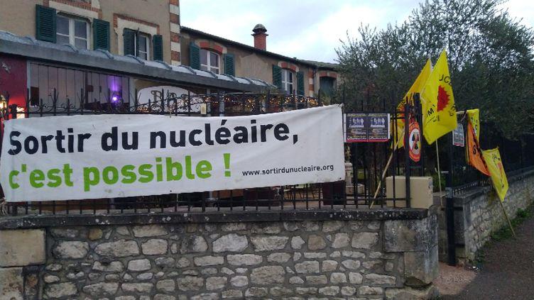"""L'association Sortir du nucléaire était à l'origine de cette projection du film """"Fukushima le couvercle du soleil"""". (Fabien RANDRIANARISOA / RADIO FRANCE)"""
