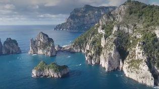 Même si l'Italie accueille de nouveau des touristes, certaines destinations, d'habitude très prisées, sont désertées. C'est notamment le cas de Capri. (France 2)