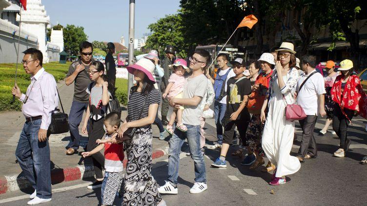 Des touristes chinois dans les rues de Bangkok (Thaïlande), le 19 août 2015. (PENNY YI WANG / AP / SIPA)