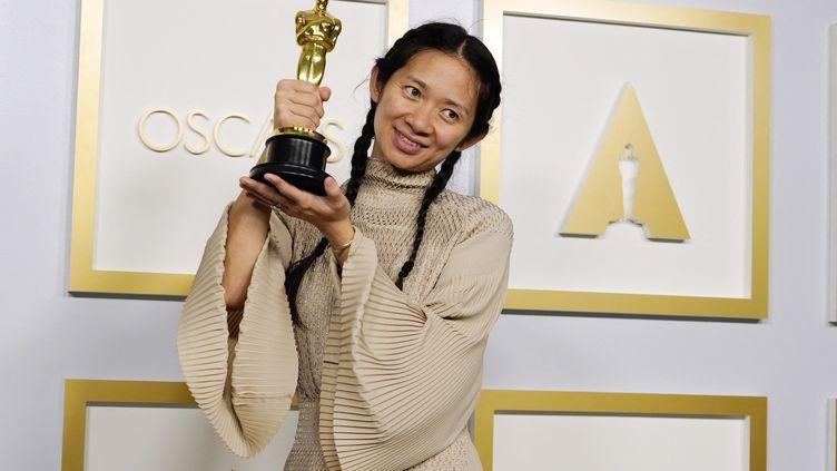 La cinéaste chinoise Chloé Zhao remporte le titre demeilleure réalisatrice aux Oscars 2021, le 25 avril 2021 à Hollywood aux Etats-Unis (POOL / GETTY IMAGES NORTH AMERICA)