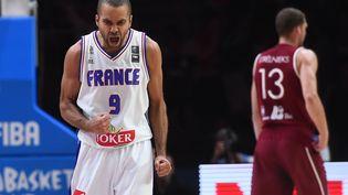 Tony Parker, lors du quart de finale de l'Eurobasket contre la Lettonie, à Villeneuve-d'Ascq (Nord), le 15 septembre. (EMMANUEL DUNAND / AFP)