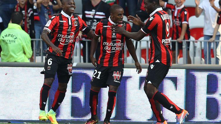 Ricard Pereira célèbre son but avec ses coéquipiers nicçois Mario Balotelli, buteur également, et Jean-Michael Seri. (VALERY HACHE / AFP)