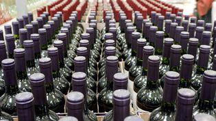 Des bouteilles de vin prêtes à la vente le 22 juin 2017 (illustration). (SEBASTIEN JARRY / MAXPPP)