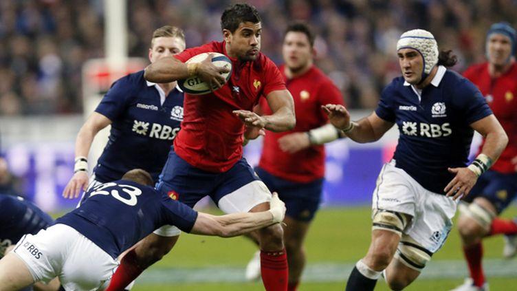 (Le Français Wesley Fofana face à deux Ecossais. © Reuters)
