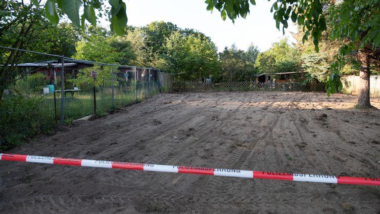 Le jardin ouvrier dans lequel la police allemande a fait des recherches dans le cadre de l'affaire de Maddie McCann, le 29 juillet 2020, près de Seelze, près de Hanovre (Basse-Saxe). (PETER STEFFEN / DPA)