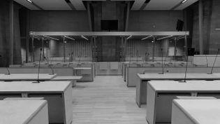 La salle qui accueille le procès des attentats du 13-Novembre devant la Cour d'assises spéciale, au Palais de Justice, à Paris. (THOMAS SAMSON / AFP)
