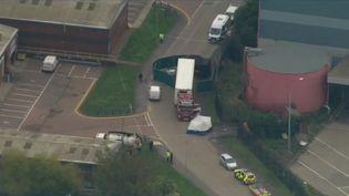39 corps ont été retrouvés à l'arrière d'une remorque au Royaume-Uni. (FRANCE 2)