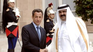 Nicolas Sarkozy reçoit à l'Elysée l'émir du Qatar, le cheikh Hamad Ben Khalifa Al-Thani, le 30 mai 2007. (ERIC FEFERBERG / AFP)