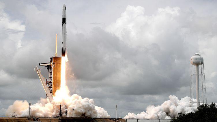 Une fusée Falcon 9 de SpaceX s'envole, surla base de cap Canaveral, en Floride (Etats-Unis), le 3 juin 2021. (JOHN RAOUX / AP)