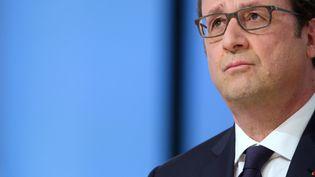 François Hollande, le 19 avril 2015, sur le plateau de Canal+. (PHILIPPE WOJAZER / AFP)