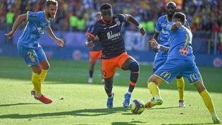Stephy Mavididi lors de la rencontre comptant pour la 10e journée de Ligue 1 entre Montpellier et Lens, le 17 octobre 2021 à la Mosson. (PASCAL GUYOT / AFP)